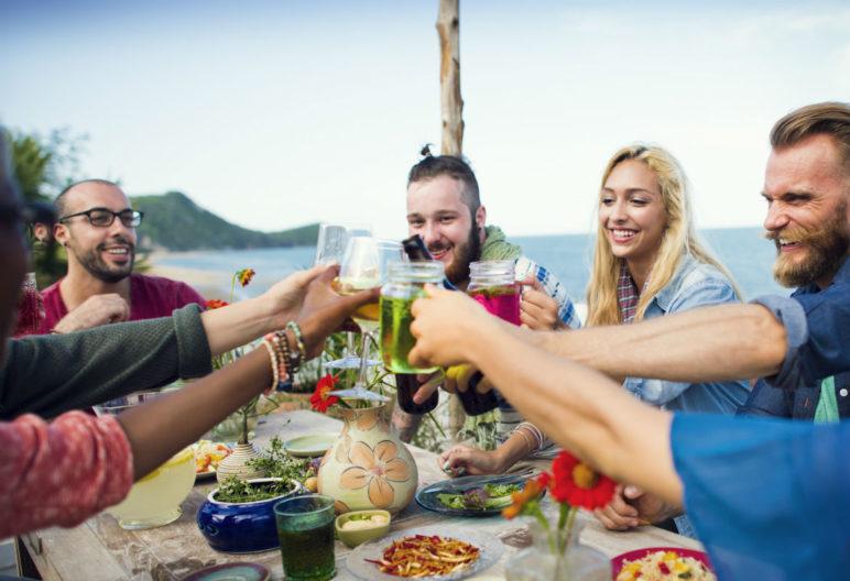 Los excesos de las vacaciones pueden hacernos volver con 3 kilos de más (iStock)