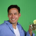 Los beneficios de beber agua con limón