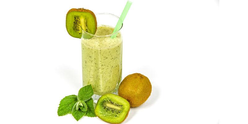 El kiwi hace que el colesterol se mezcle con los ácidos biliares y se elimine por las heces (Pixabay)