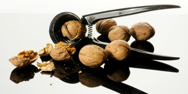 Las nueces mantienen los vasos sanguíneos saludables e impiden la absorción del colesterol (Pixabay)