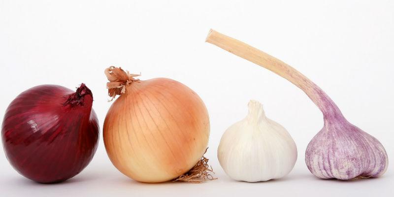 Comer ajo y cebolla deja una huella imposible de disimular en el aliento y el olor corporal que eliminará cualquier posibilidad de encuentro sexual (Pixabay)
