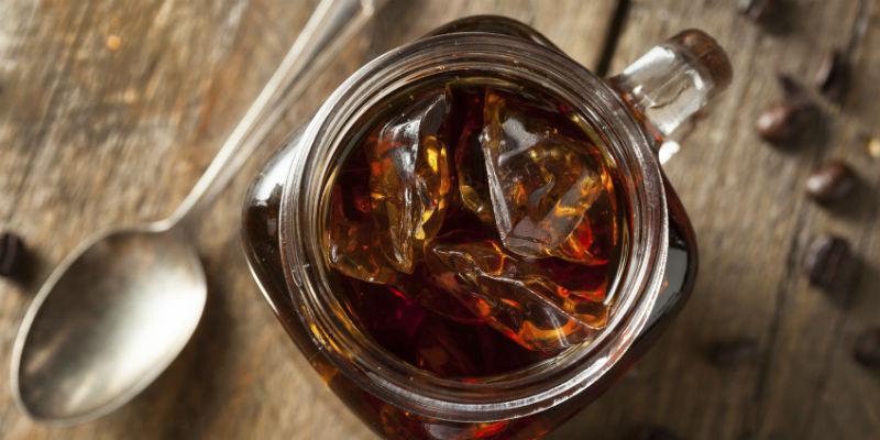 Una buena jarra de café con hielo es una bebida muy refrescante (iStock)