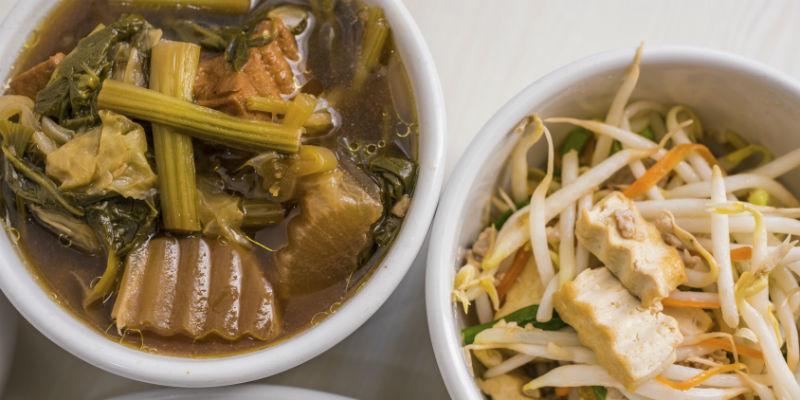La dieta del hambre se basa en alimentos vegetales y ecológicos, cereales integrales y pescado, especialmente en sopas. (iStock)