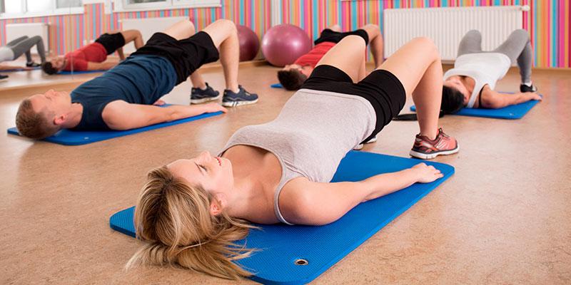 Levanta la pelvis para fortalecer tu culo (iStock)