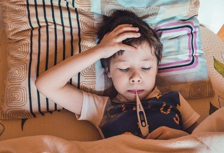 Niño con síntomas de malestar (Pixabay)